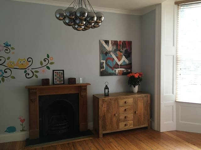 Large Victorian 2bed flat with Garden and Parking