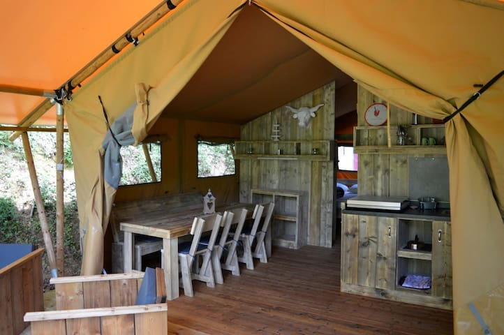 Glamping en Safari tente dans la nature