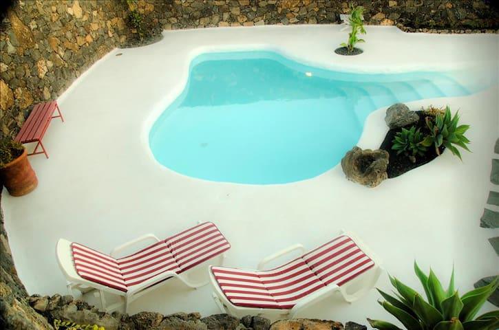 Casa Los Olivos, jameos del agua style pool - Macher - Hus