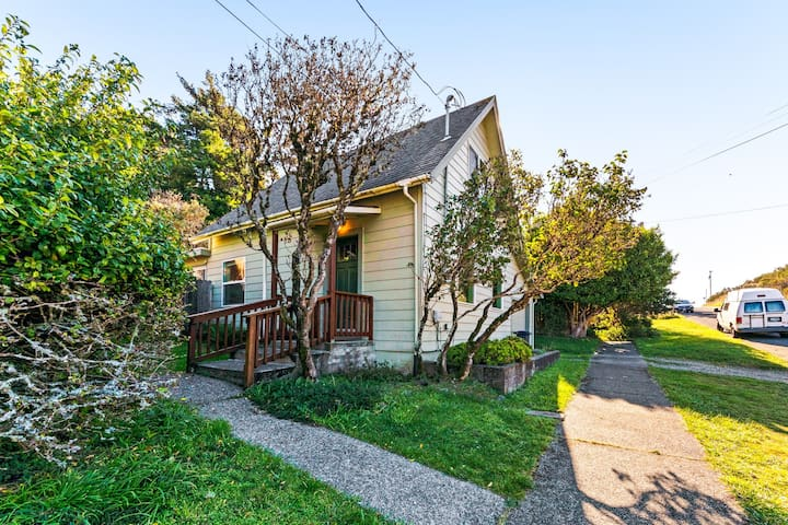 NEW LISTING! Vintage coastal cottage w/ incredible in-town location, dogs OK!