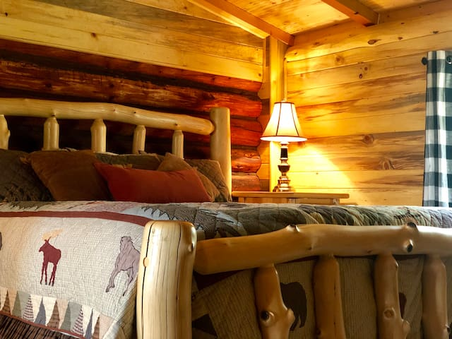 """""""Chick's Cabin"""" in the Woods @ Flying Cloud Ranch"""