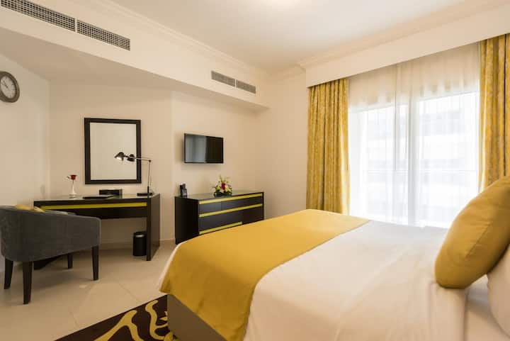 Private room in shared serviced apartment near MOE