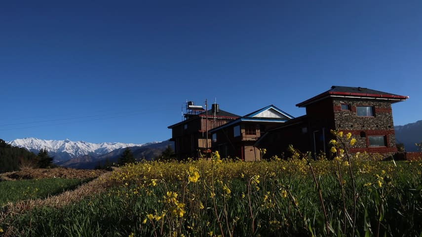 Colonel's BAROT Highland Retreat Luxury Rooms