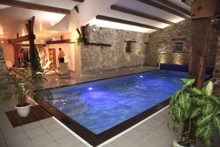 gite de charme 7 chambres , piscine intérieure