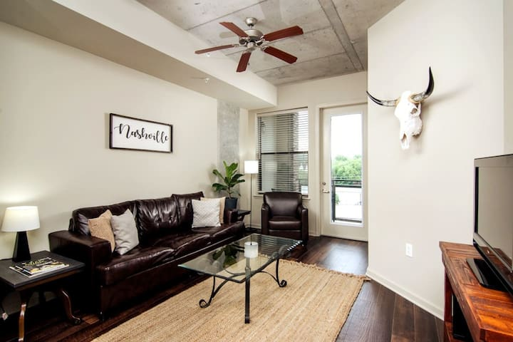 Luxury Midtown Apt w/ POOL! Close to DT | Gulch