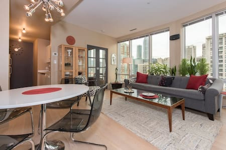Beautiful executive apartment that's situated in a central location steps from everything Vancouver has to offer. This secure building has a gym, barbecue area, pool table and a great courtyard to relax in.