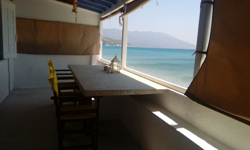 BEACH HOUSE 2 FLOORS - LIVING ON THE SEA SAMOS ISL - Ormos Marathokampou - Casa