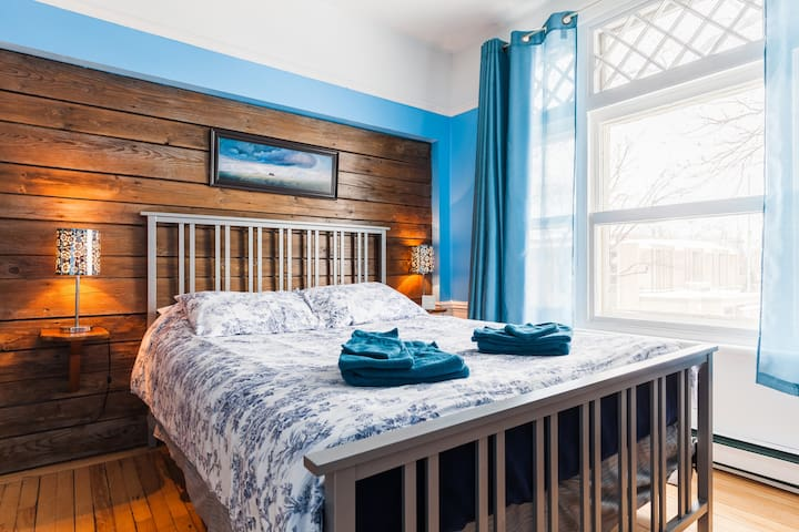 Bright room near parc for skiing - Quebec - Casa