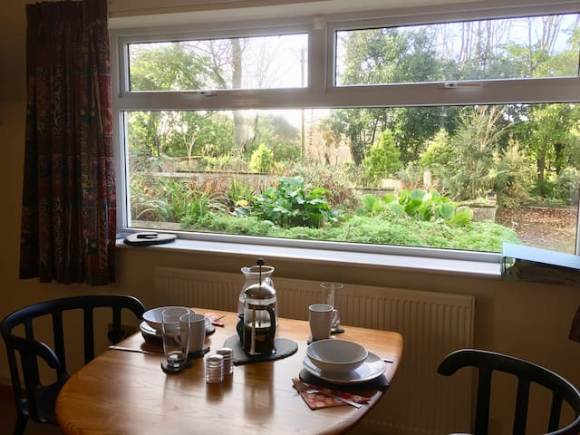 Hayle - Peaceful Annex, close to sea and town.
