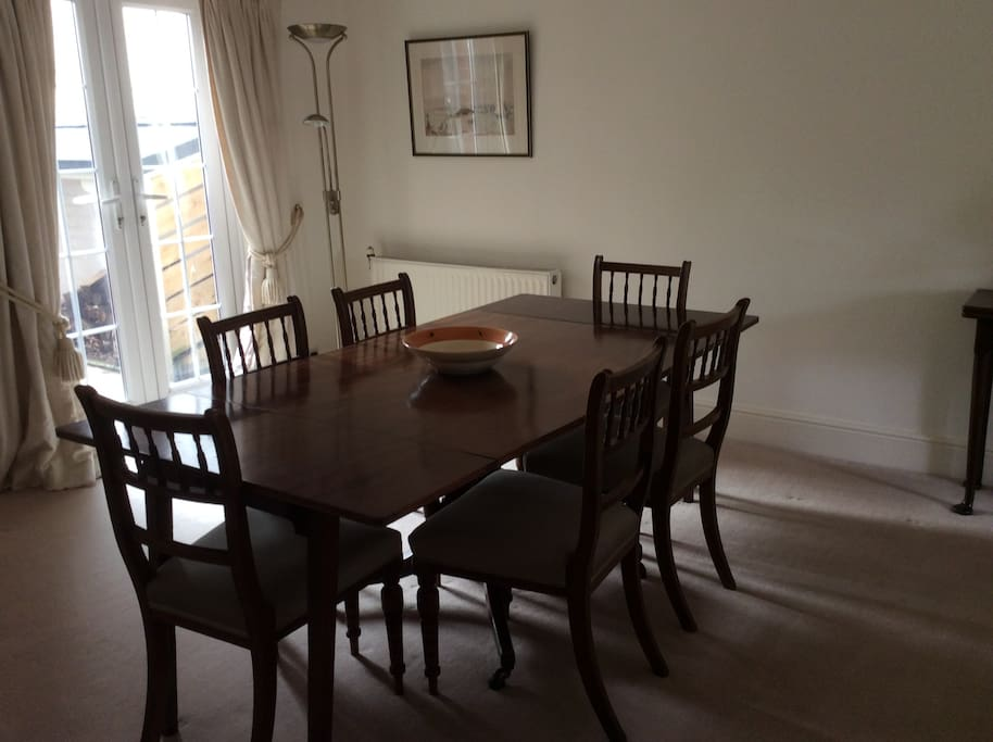Sitting/dining room