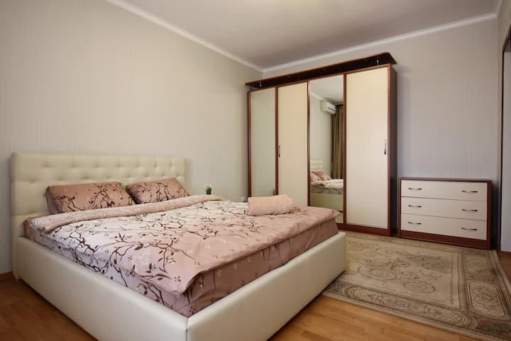 Уютная  двухкомнатная квартира центр Борисполь