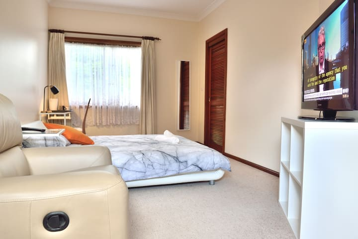 Relaxed casual D room with walk-in closet TV