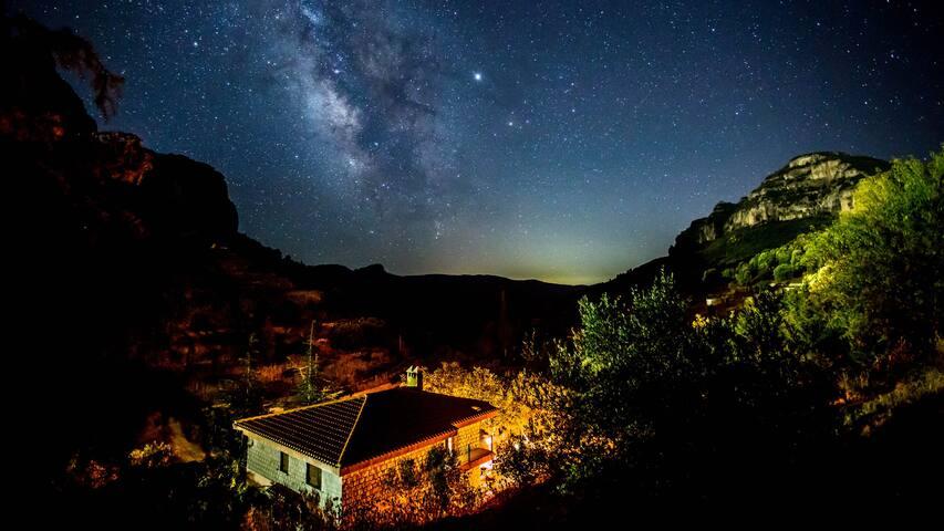 Una villa in mezzo la natura, silenzio e pace, nella notte milioni di stelle e suoni della natura. a 300m dal centro di Ulassai. La Via Lattea si vede chiara anche ad occhio nudo