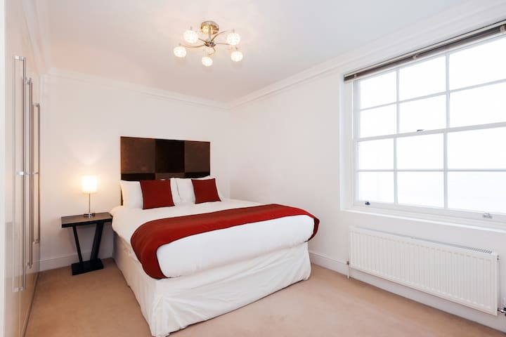 2 Bedroom in Russell Square