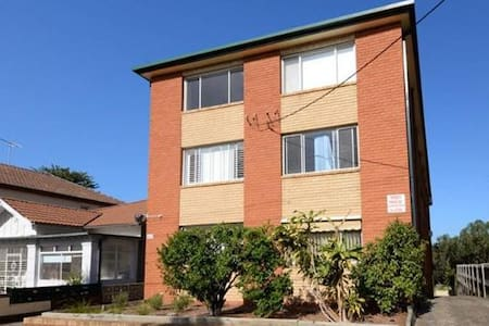 Great Apartment within 5 mins walk to Coogee beach - Coogee - Lejlighed