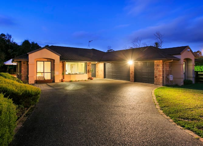 Tranquil Auckland home in a great location