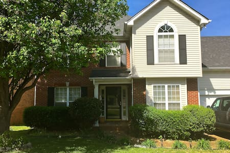 Cozy Home w/ Train to Downtown! - Nashville