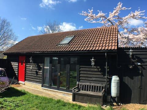 Comfy Garden Studio in South Cambs Village