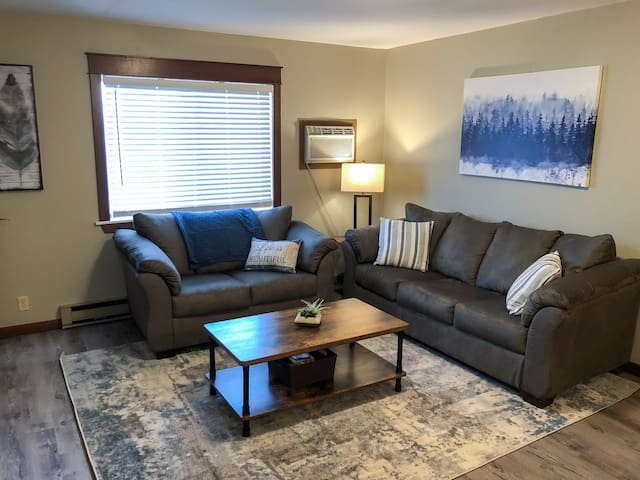 Spacious Couples Retreat w/Wifi | New Furnishings