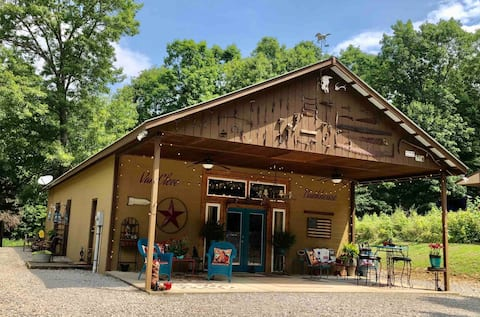 The Van Cleve Bunkhouse; A Rustic Western Retreat