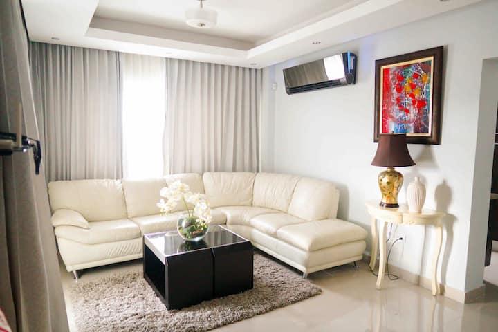 """""""El Millon"""" cozy 2 Bedroom  Santo Domingo"""
