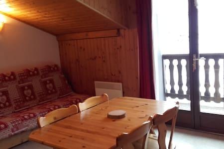 Appartement n° 5 Résidence Le Solert - Lanslevillard - Huoneisto