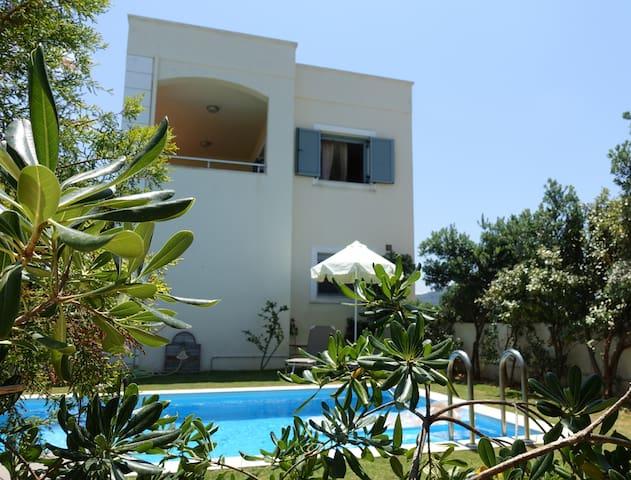 Modern Villa Maria, 3 bdr, private pool, near sea