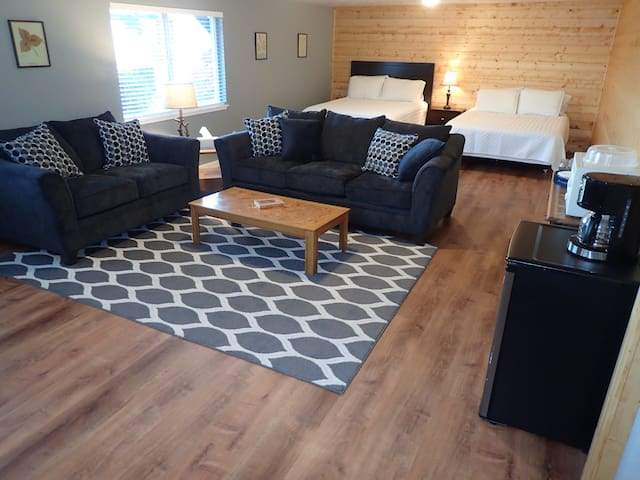 Eagle Bay Rentals - Cannery Cabin