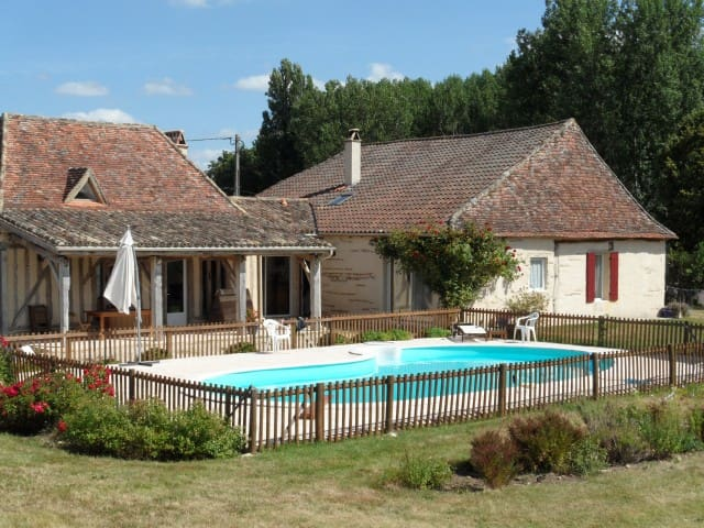 Chambre à la campagne avec vue sur la piscine - Saint-Pierre-d'Eyraud - Casa