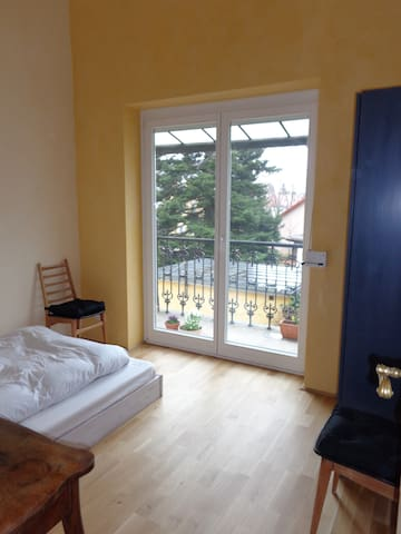 Baden bei Wien: guest room with balcony - Baden - Apartment
