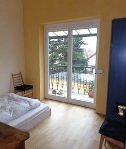 Baden bei Wien: guest room with balcony - Baden - Wohnung