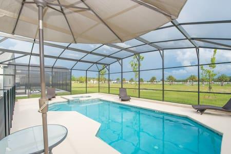 Spacious 5Bed 5bath with pool near Disney