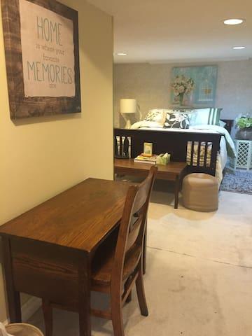 2 Bdrm Basement Apartment - Pickering - Bed & Breakfast