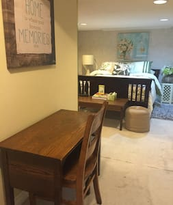 2 Bdrm Basement Apartment - Pickering - Bed & Breakfast