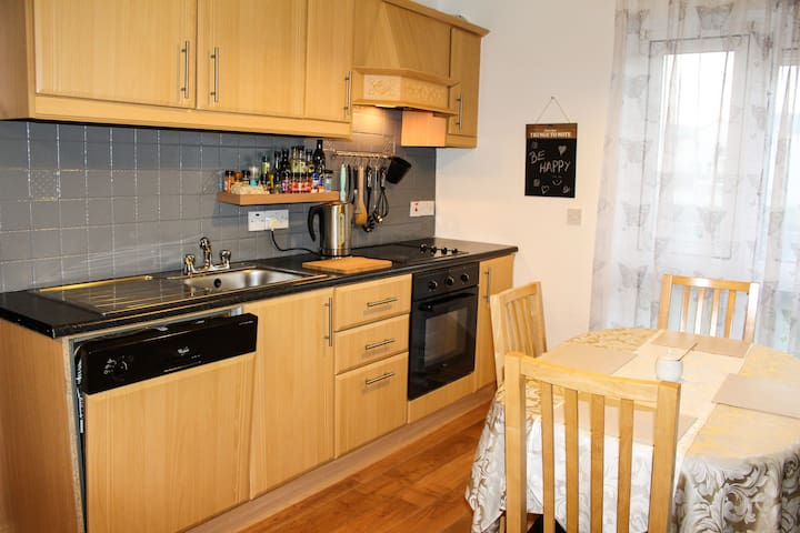 Double Bed & Private Bath Free WiFi - Galway  - Wohnung