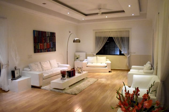 Luxury stay at Ady's home - Noida