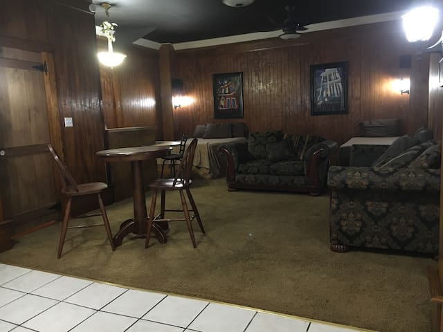 E Z in and out! Right off US Hwy 90 Studio Apt. - Patterson - Appartement