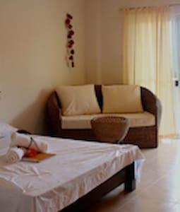 Studio Room with balcony - Puerto Galera - Vila