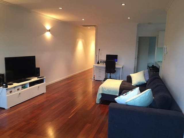 Brisbane Central Apartment - 2 separate bed & bath - Morningside - Apartamento