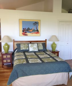 $99 House with ocean views & hot tub walk to shops - Pepeekeo