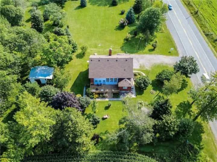 Cottage/short term Bowmanville/Newcastle -off 401