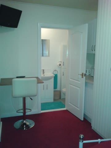 Draycott Village Private room,Double bed,Ensuite.