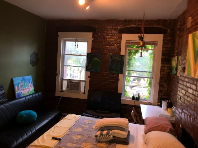 Bedroom in 3br exposed brick apt w deck & garden