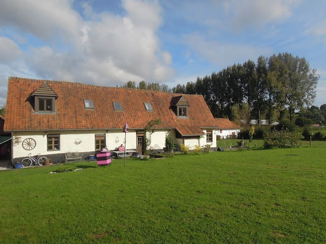 3 Bed Farmhouse in Fontaine L'Etalon B&B