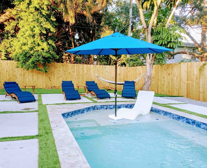 NEW Heated pool♥Steps to best beach Family Oasis♥