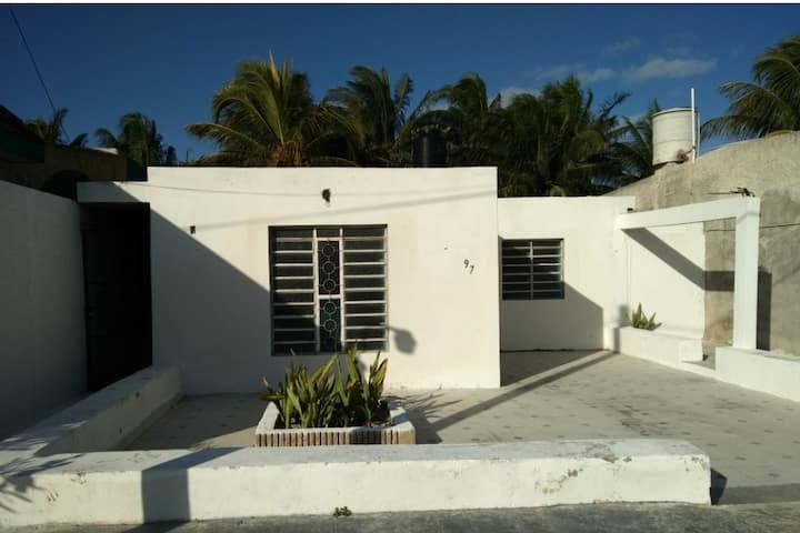 La casita de la playa(50 m from beach, big pool)