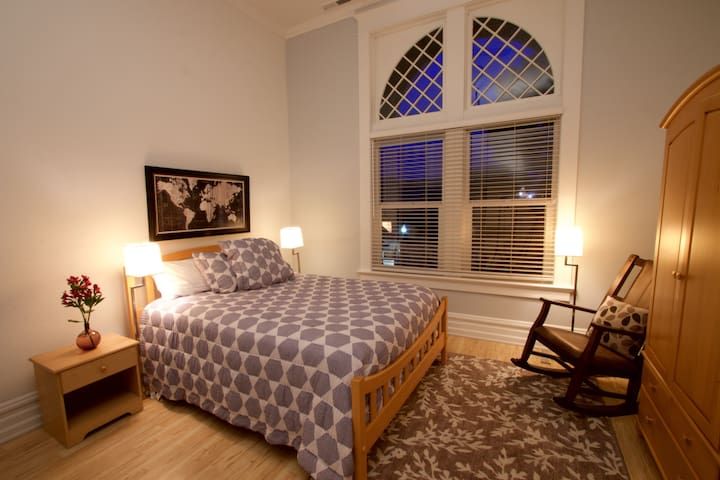 The Hungate on Main Street - Junior Queen Room #3