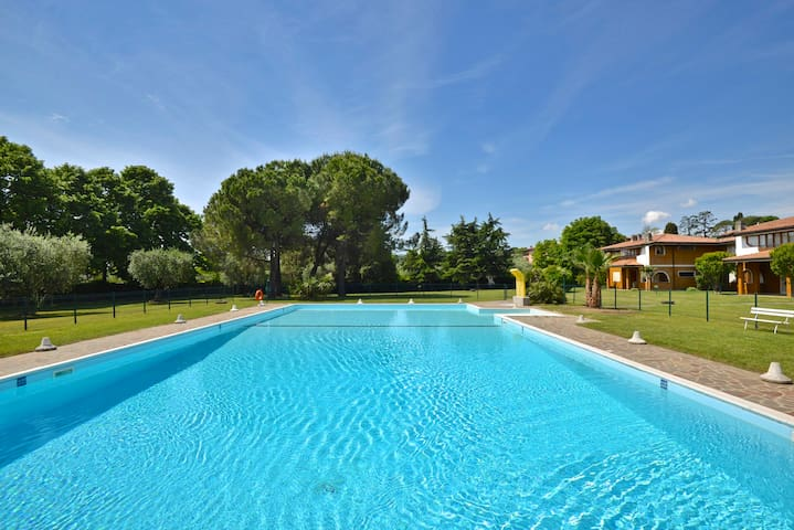2 min. Lungo Lago Apparta. residence fornitissimo.