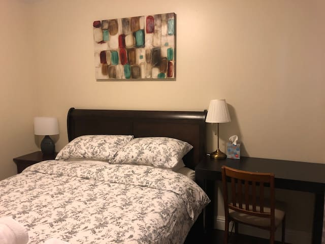 Apple Memory Foam Queen Size Bedroom