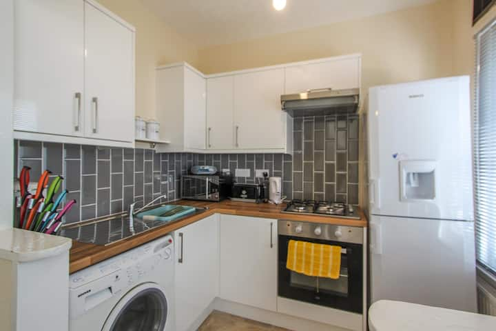 LOVELY 1 BED CLOSE TO TOWN, SEAFRONT & TRANSPORT.